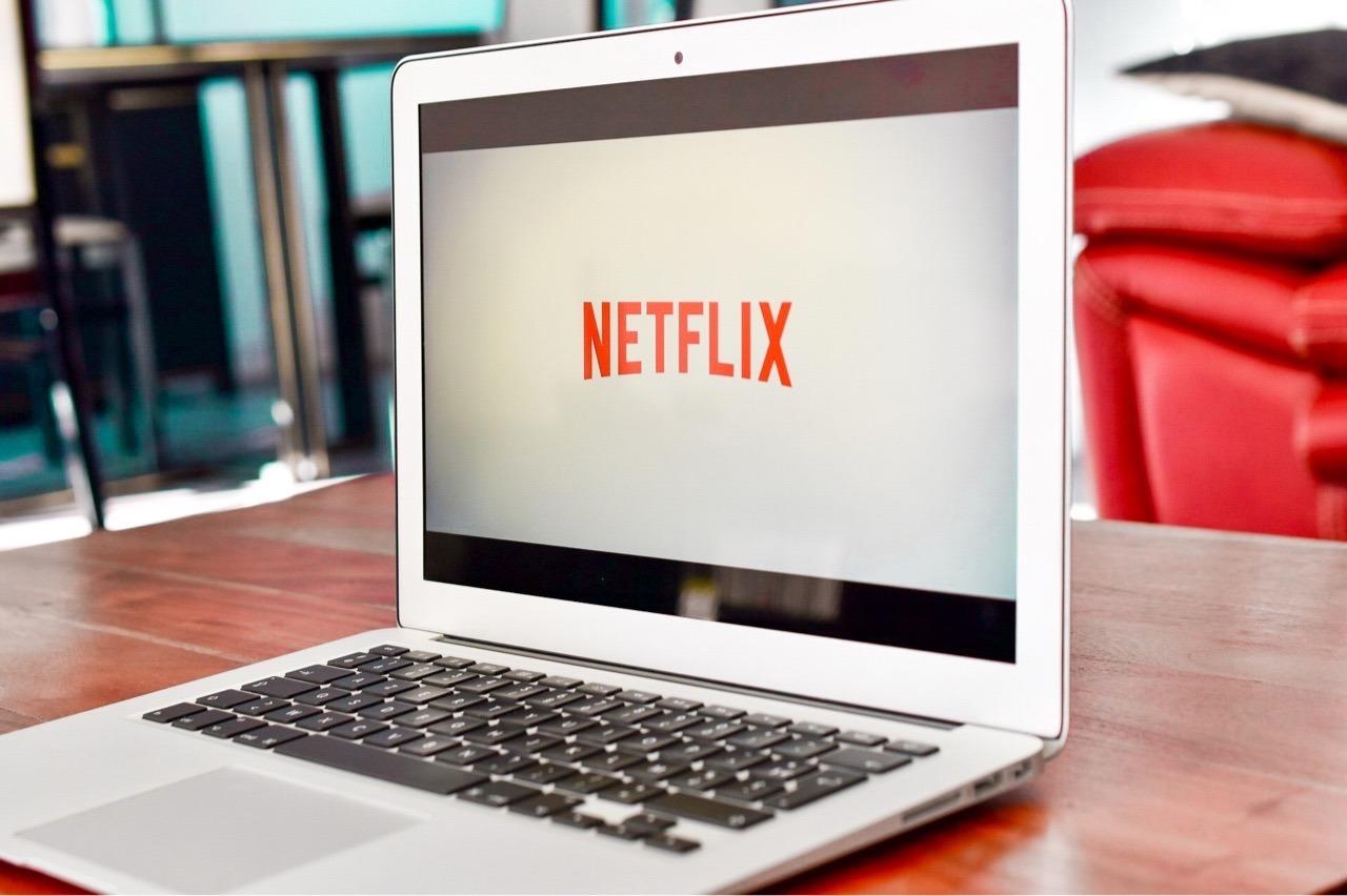 Netflix přidává nové tlačítko. Při sledování umožní zamknout obrazovku