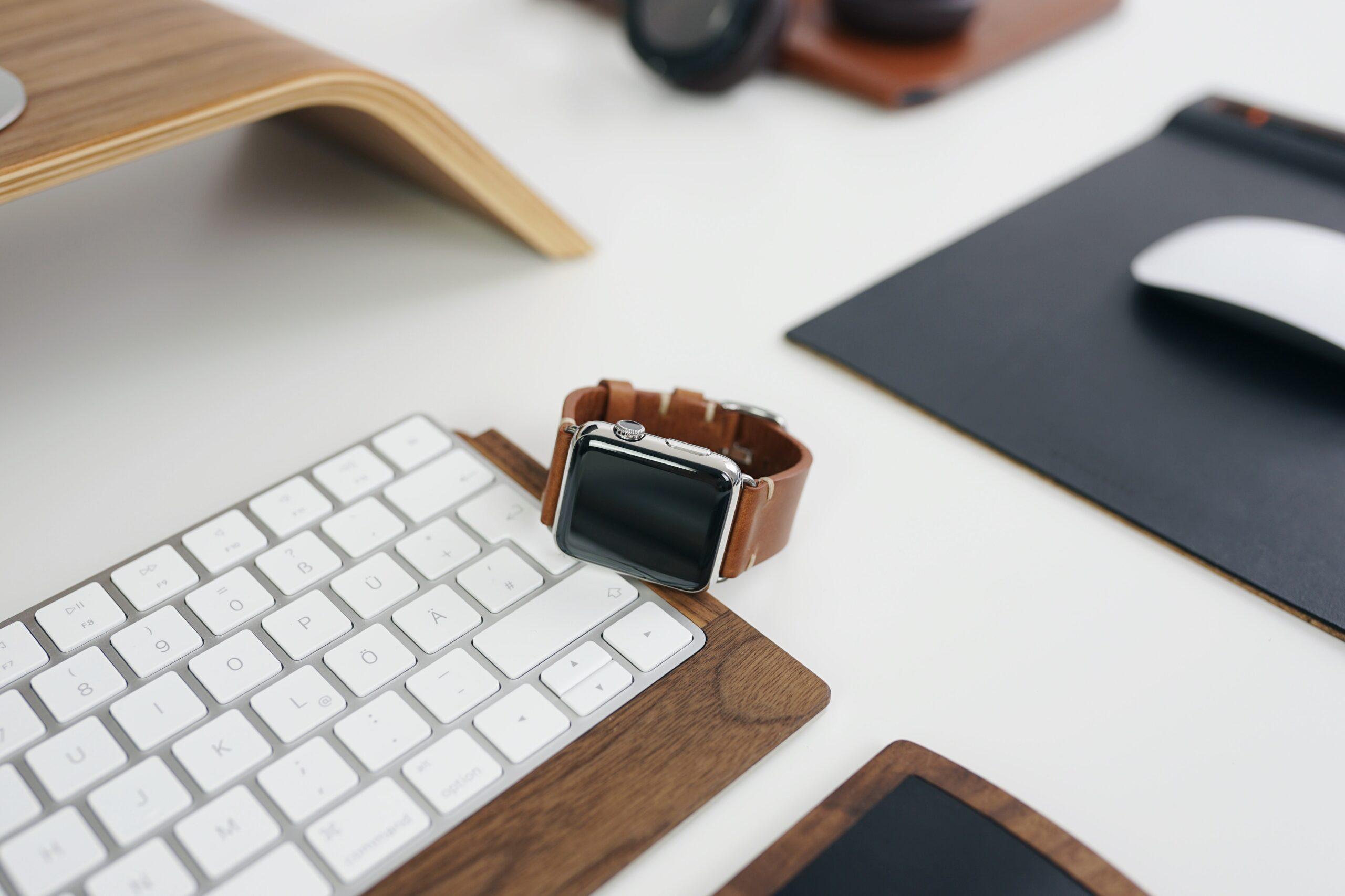 Prodeje Apple Watch a Airpods stále rostou. Proč se z nich stal takový hit?