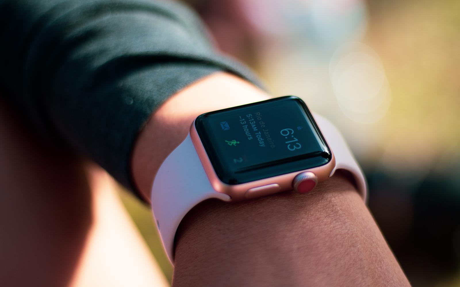Další průlomový nápad Applu. Půjde Apple Watch ovládat bezdotykově?